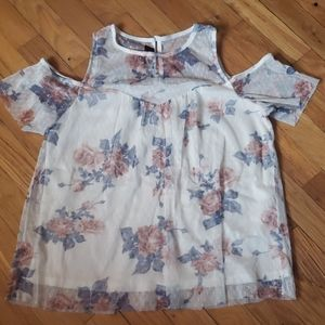 Beautiful Rose Lace Top By Iz Byer Size Large